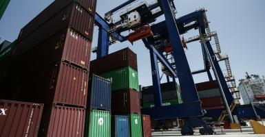 Αντέχουν οι ελληνικές εξαγωγές παρά τις πιέσεις - Κεντρική Εικόνα