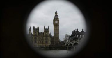 Το Λονδίνο επιδιώκει «προσωρινή τελωνειακή ένωση» μετά την έξοδο της χώρας από την ΕΕ - Κεντρική Εικόνα