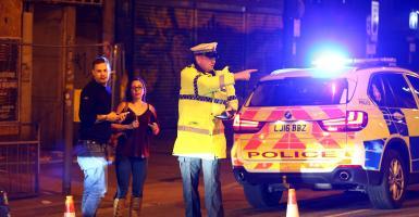 Αναστολή προεκλογικής εκστρατείας στη Βρετανία μετά την αιματηρή επίθεση - Κεντρική Εικόνα