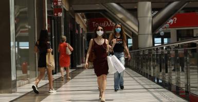 Καταργείται το όριο των 6 ατόμων ανά τραπέζι - Τέλος η μάσκα στα εμπορικά  - Κεντρική Εικόνα