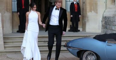 Ζara: «Αντιγράφουν» το λευκό γαμήλιο φόρεμα της Μέγκαν και το πουλάνε σε απίστευτη τιμή (photos) - Κεντρική Εικόνα