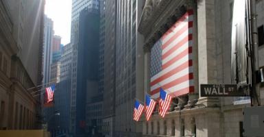 Στάση αναμονής στη Wall με φόντο τις εμπορικές συνομιλίες - Κεντρική Εικόνα
