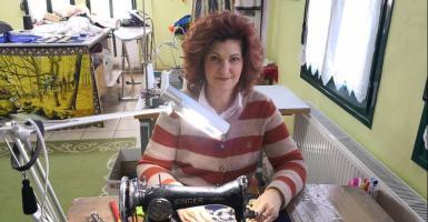 «Χρυσές δουλειές» για Τρικαλινή μοδίστρα διεθνούς εμβέλειας (photos) - Κεντρική Εικόνα