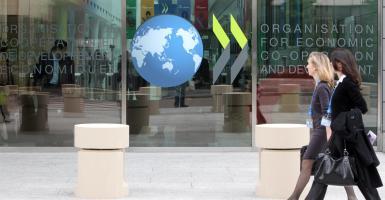 ΟΟΣΑ: Πρωταθλήτρια στους φόρους και τις ασφαλιστικές εισφορές η Ελλάδα - Κεντρική Εικόνα