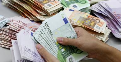 Κάτω από 12 δισ. τα εισπράξιμα ληξιπρόθεσμα χρέη προς τις ΔΟΥ - Κεντρική Εικόνα