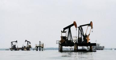 Ενισχύεται το πετρέλαιο εν μέσω προσδοκιών για αύξηση της ζήτησης - Κεντρική Εικόνα