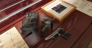 Γιατί ο Κουτσούμπας πήρε μαζί του αιφνιδιαστικά το όπλο του Μπελογιάννη από το Μουσείο! - Κεντρική Εικόνα