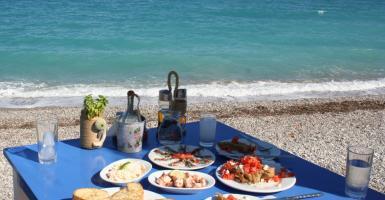 Τα ελληνικά αποστάγματα «κερδίζουν» την Ευρώπη - Ποιες χώρες πίνουν στην... υγειά μας - Κεντρική Εικόνα
