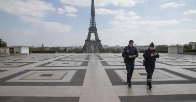 Κορωνοϊός - Ευρώπη: Απαγόρευση κυκλοφορίας σε Γαλλία, πανευρωπαϊκή «πρωτιά» Τσεχίας, νέα ρεκόρ σε Γερμανία, Ιταλία - Κεντρική Εικόνα