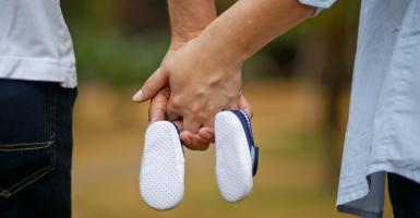 Εργαζόμενοι γονείς: Ποιοι είναι δικαιούχοι των νέων γονικών αδειών - Κεντρική Εικόνα