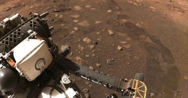 «Εμπρός, Mars»: Το ρόβερ Perseverance της NASA έκανε τα πρώτα του «βήματα» στον Άρη (Photo   Video) - Κεντρική Εικόνα