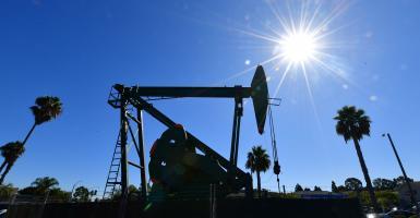 Πετρέλαιο: Η επιστροφή περιοριστικών μέτρων λόγω κορωνοϊού «βυθίζει» τις τιμές - Κεντρική Εικόνα