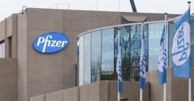 Γιατί η Pfizer μειώνει τις παραδόσεις των εμβολίων στην Ευρώπη - Κεντρική Εικόνα