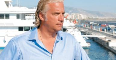 O Έλληνας από το Μανχάταν που... σπάει σαμπάνιες στα 21 υπερτάνκερ του - Κεντρική Εικόνα