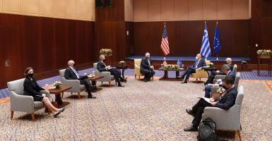Times: Τη Σούδα αντί του Ιντσιρλίκ συζητά ο Πομπέο - Κεντρική Εικόνα