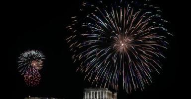 Πρωτοχρονιά: Η Ελλάδα υποδέχθηκε στα μπαλκόνια με πυροτεχνήματα το 2021 (Photo | Video) - Κεντρική Εικόνα