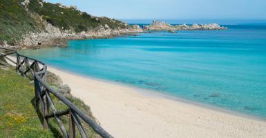 Δέκα τόνοι... κλεμμένης, από τουρίστες, χαλαζιακής άμμου επιστρέφουν στις παραλίες της Σαρδηνίας - Κεντρική Εικόνα