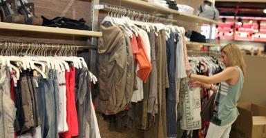 O ΣΕΛΠΕ κάνει έκκληση για «προστασία» στα καταστήματα που ανοίγουν Κυριακές - Κεντρική Εικόνα