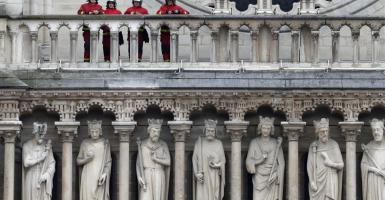 Το 1 δισ. δωρεών για την Notre Dame προκαλεί εντάσεις - Κεντρική Εικόνα