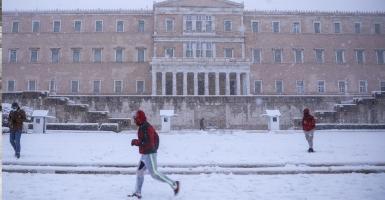 «Μήδεια»: «Μπλακ άουτ» από τον χιονιά στην Αττική - Προβλήματα σε μετακινήσεις και ηλεκτροδότηση (Photos) - Κεντρική Εικόνα