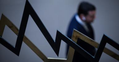 Τρίτωσε η πτώση για το Χρηματιστήριο - Κεντρική Εικόνα