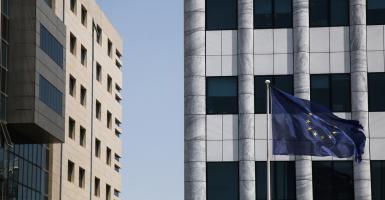 Οι εκτιμήσεις της Κομισιόν επανέφεραν τους πωλητές σε Ευρώπη και Χ.Α. - Κεντρική Εικόνα