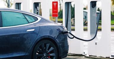 Η Tesla θέλει να φτιάξει... ηλεκτρική λεωφόρο στην Ελλάδα - Το πρότζεκτ 70 εκατ. ευρώ - Κεντρική Εικόνα