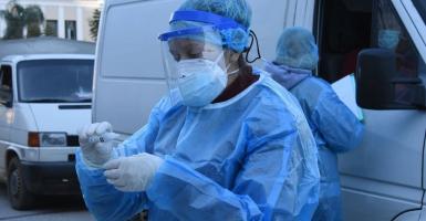 Κορωνοϊός: Πάνω από 2.000 νέα κρούσματα – 331 διασωληνωμένοι, 33 θάνατοι - Κεντρική Εικόνα