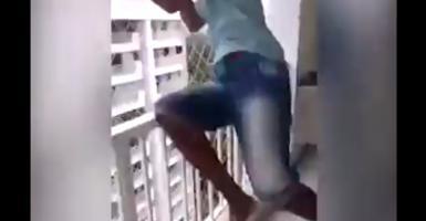 Απίστευτο επάγγελμα: Τεστάρει... συρματοπλέγματα ασφαλείας πηδώντας στο κενό! (video) - Κεντρική Εικόνα