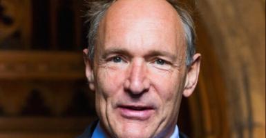 Τιμ Μπέρνερς-Λι: Ο «πατέρας» του παγκόσμιου ιστού αποκάλυψε το παγκόσμιο συμβόλαιό του για να σώσει το Ίντερνετ - Κεντρική Εικόνα