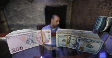 Spiegel: Ο πληθωρισμός γονατίζει την τουρκική οικονομία - Κεντρική Εικόνα