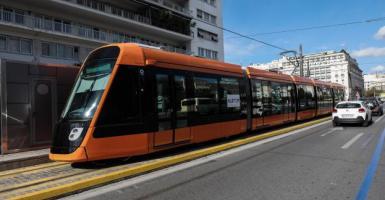 Νέοι συρμοί τραμ έκαναν την εμφάνισή τους στο κέντρο της Αθήνας (Photos) - Κεντρική Εικόνα