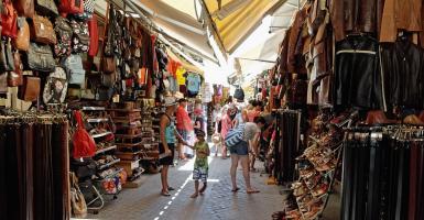 Η νέα τσάντα που... φρικάρει τους Έλληνες αλλά «τρελαίνει» τους τουρίστες (video) - Κεντρική Εικόνα
