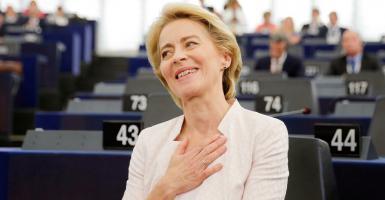 Ούρσουλα φον ντερ Λάιεν: Μια ...καθαρόαιμη Ευρωπαία στο τιμόνι της Κομισιόν - Κεντρική Εικόνα