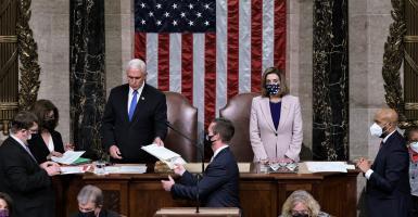 Και επίσημα πρόεδρος των ΗΠΑ ο Μπάιντεν στη σκιά της εισβολής στο Καπιτώλιο - Κεντρική Εικόνα