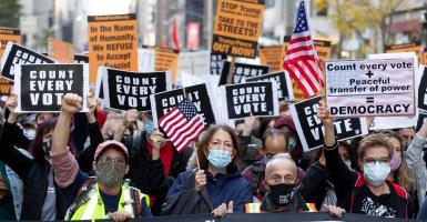 Εκλογές ΗΠΑ: Ο Μπάιντεν οδηγεί την «κούρσα», ο Τραμπ πολεμά με νύχια και με δόντια (Live Map) - Κεντρική Εικόνα