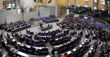 Η Γερμανία «φρενάρει» την εκταμίευση της δόσης - Κεντρική Εικόνα