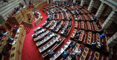 Έλληνας βουλευτής έπαιζε tetris την ώρα της κρίσιμης συζήτησης στη Βουλή - Κεντρική Εικόνα