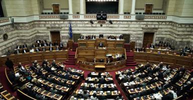 Ξεκίνησε η ονομαστική ψηφοφορία για τις αναθεωρητέες διατάξεις του Συντάγματος - Κεντρική Εικόνα