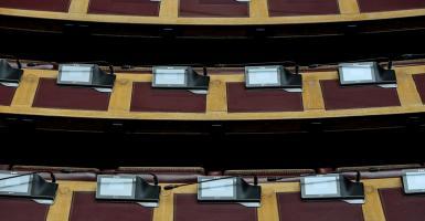 «Ταβάνι» 4.608 ευρώ στις συντάξεις - Κεντρική Εικόνα