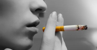 Έρευνα αποκαλύπτει: Το κάπνισμα σε κάνει λιγότερο ή περισσότερο ελκυστικό; - Κεντρική Εικόνα