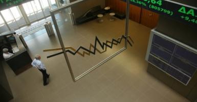 Χ.Α.: Λίγο κάτω από τις 830 μονάδες, έκλεισε η χρηματιστηριακή αγορά - Κεντρική Εικόνα