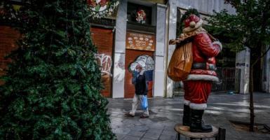 Διευθυντής ΜΕΘ «Παπανικολάου»: Τα Χριστούγεννα μπορεί να προκαλέσουν τρίτο κύμα της πανδημίας (Video) - Κεντρική Εικόνα