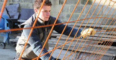 Επιδότηση 43,95 ευρώ  στις εργοδοτικές εισφορές νέων κάτω των 25 ετών - Κεντρική Εικόνα