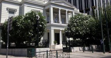 Έκτακτο διάβημα διαμαρτυρίας Ελλάδας προς Τουρκία για υπερπτήσεις και επακούμβηση στα Ίμια - Κεντρική Εικόνα
