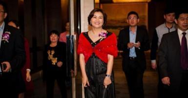 Ζου Κουνφέι: Η φτωχή Κινέζα που έγινε η πλουσιότερη στον κόσμο - Κεντρική Εικόνα