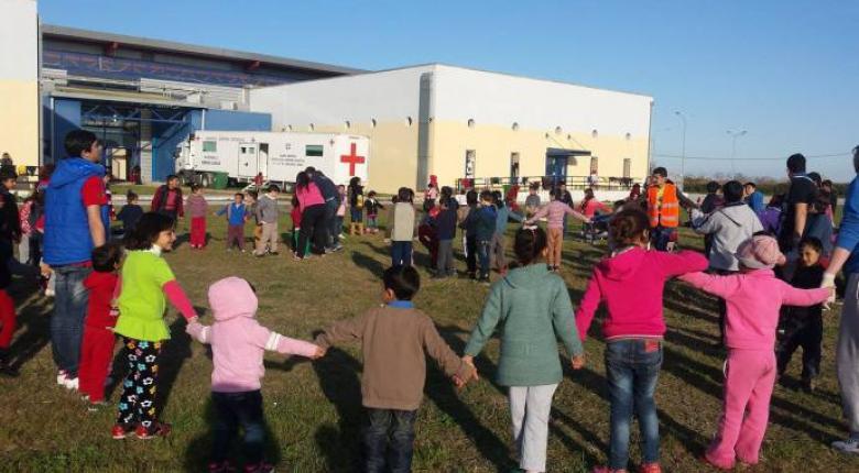 Οκτακόσιες τάξεις υποδοχής προσφυγόπουλων θα δημιουργηθούν σε σχολεία σε ολόκληρη τη χώρα - Κεντρική Εικόνα