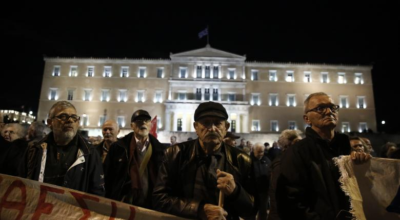 Υπόμνημα παρέδωσαν οι συνταξιούχοι στη Βουλή μετά το συλλαλητήριο - Κεντρική Εικόνα
