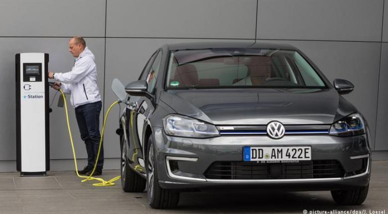 Απειλεί 100.000 θέσεις εργασίας η ηλεκτροκίνηση στη Γερμανία - Κεντρική Εικόνα