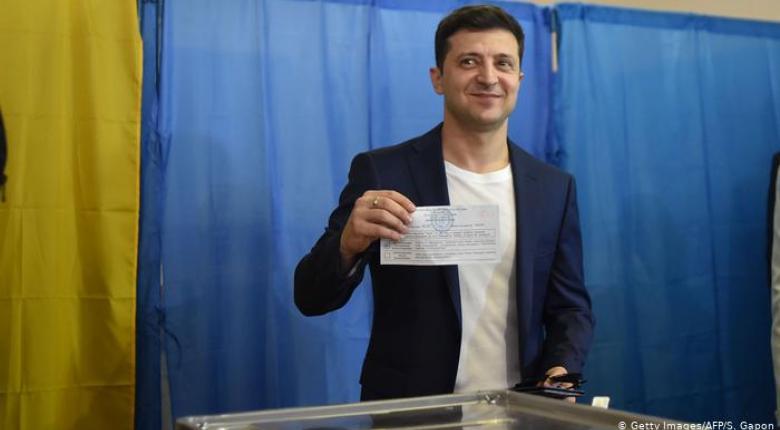 Ο κωμικός Ζελένσκι εξελέγη πανηγυρικά νέος πρόεδρος της Ουκρανίας - Κεντρική Εικόνα